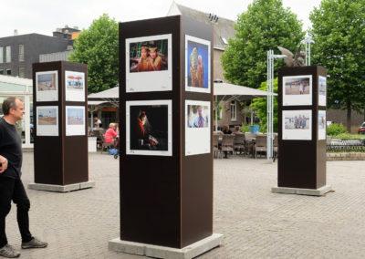 Lens op de Mens 2017 | route Dorpsstraat aan standbeeld