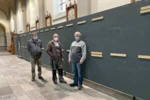 Opbouw tentoonstelling 'Achter het masker' van Bert Daenen