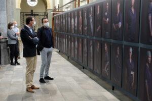 Lens op de Mens 2021 - Bert Daenen geeft duiding aan minister Beke bij zijn tentoonstelling 'Achter het masker'